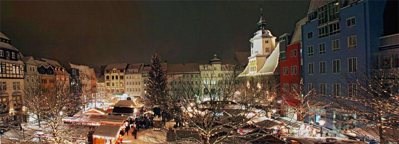 Weihnachtliches Panorama vom Weihnachtsmarkt